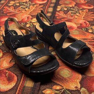 Clark's Sandals Sz 8 Black NIB